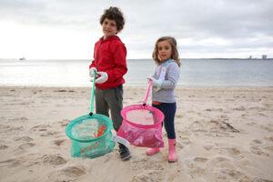 Dia Mundial do Turismo | voluntários limpam areal da Praia da Saúde