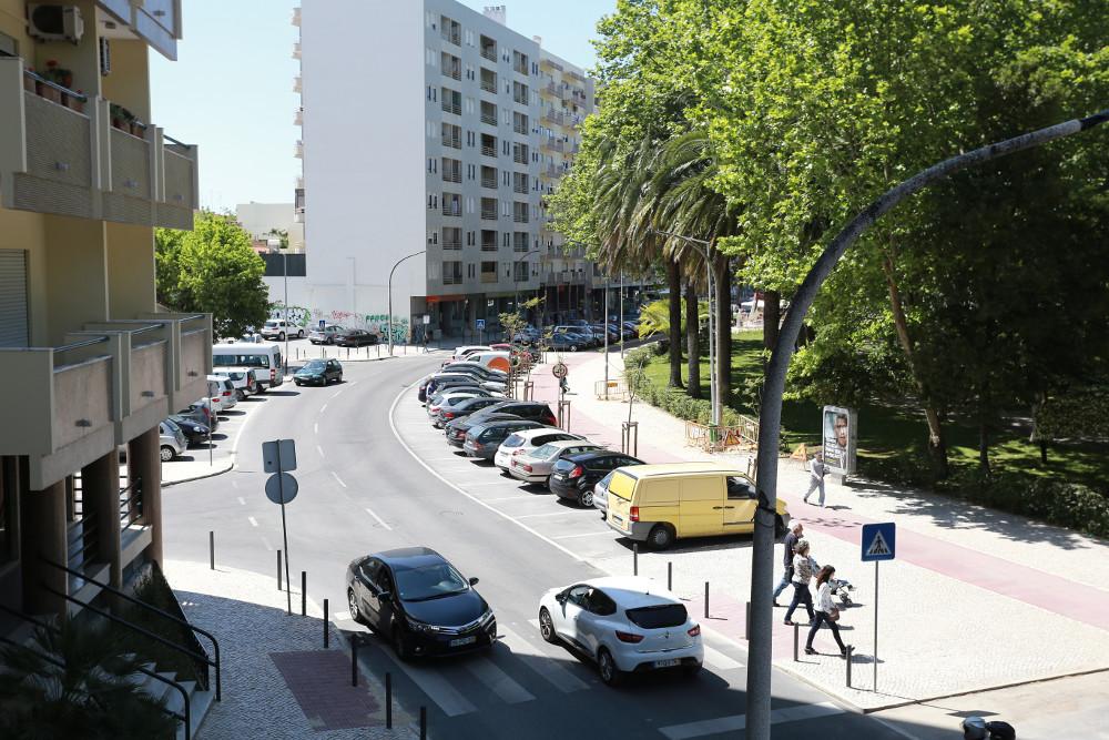 Avenida Alexandre Herculano - Estacionamento ordenado