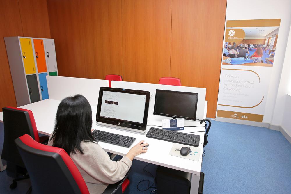 Ninho Novas Iniciativas Empresariais - sala da coworking