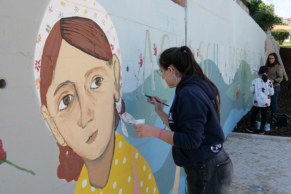 Comemorações 25 de Abril de 2019 - pintura de mural nos bairros dos Pescadores e Grito do Povo