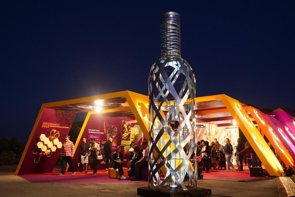 Escultura garrafa Moscatel | Pedro Marques | Feira de Sant'Iago 2018