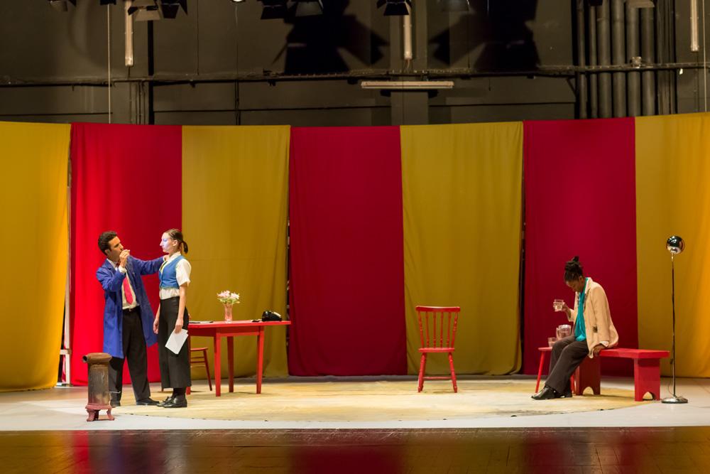 R.U.R. - Teatro Estúdio Fontenova