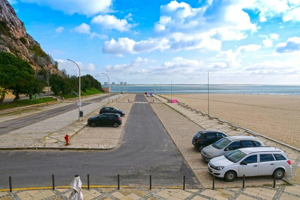 Praia da Figueirinha - parque de estacionamento