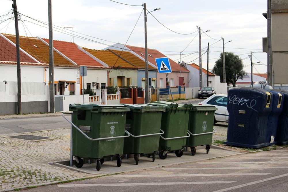 Relocalização de contentores - Rua Eça de Queiroz
