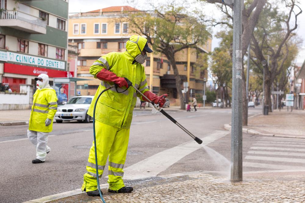 Coronavírus Covid-19 | brigada de desinfeção | Avenida 5 de Outubro