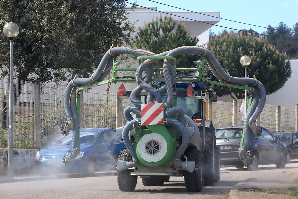 Coronavírus Covid-19 desinfeção de ruas com tratores | União das Freguesias de Setúbal