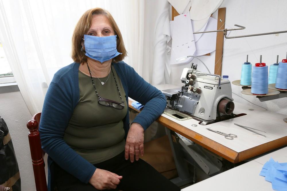 Coronavírus Covid-19 | costureiras produzem máscaras para o Centro Hospitalar de Setúbal