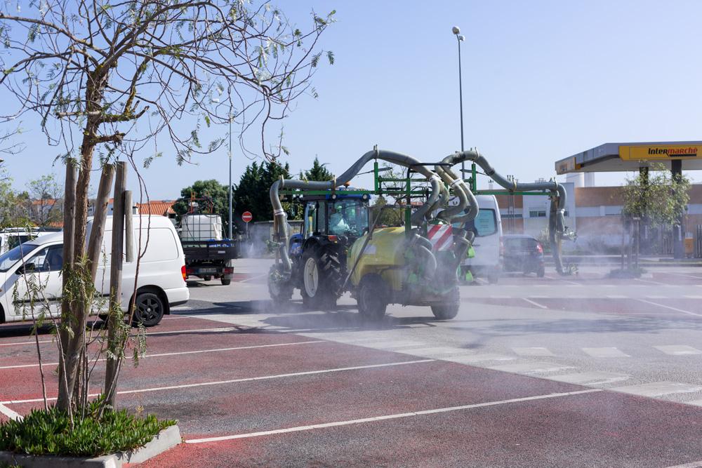Coronavírus Covid-19 | Desinfeção de ruas com tratores - Gâmbia, Pontes e Alto da Guerra