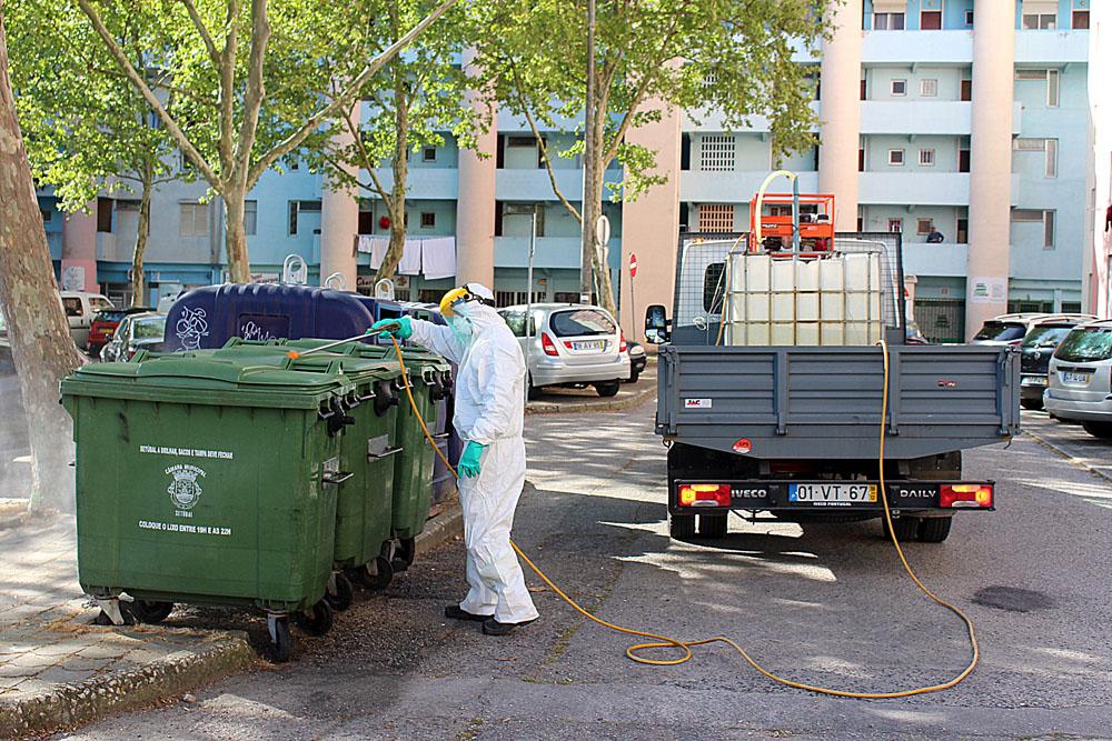 Coronavírus Covid-19 | limpeza e desinfeção do espaço público | Foto: Junta de Freguesia de São Sebastião