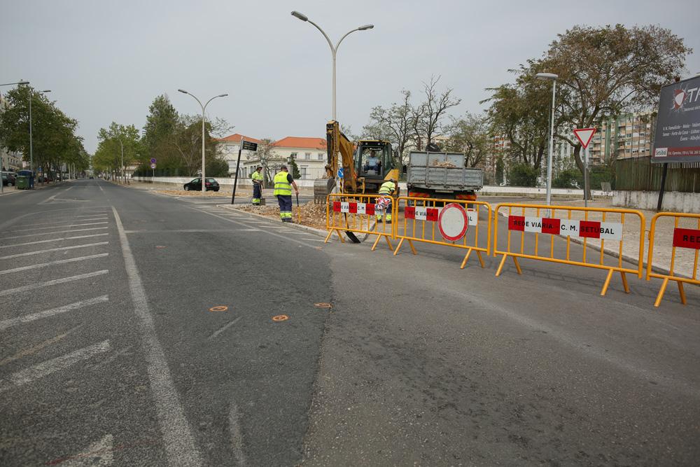 Avenida Dr. António Rodrigues Manito - nova rotunda em construção