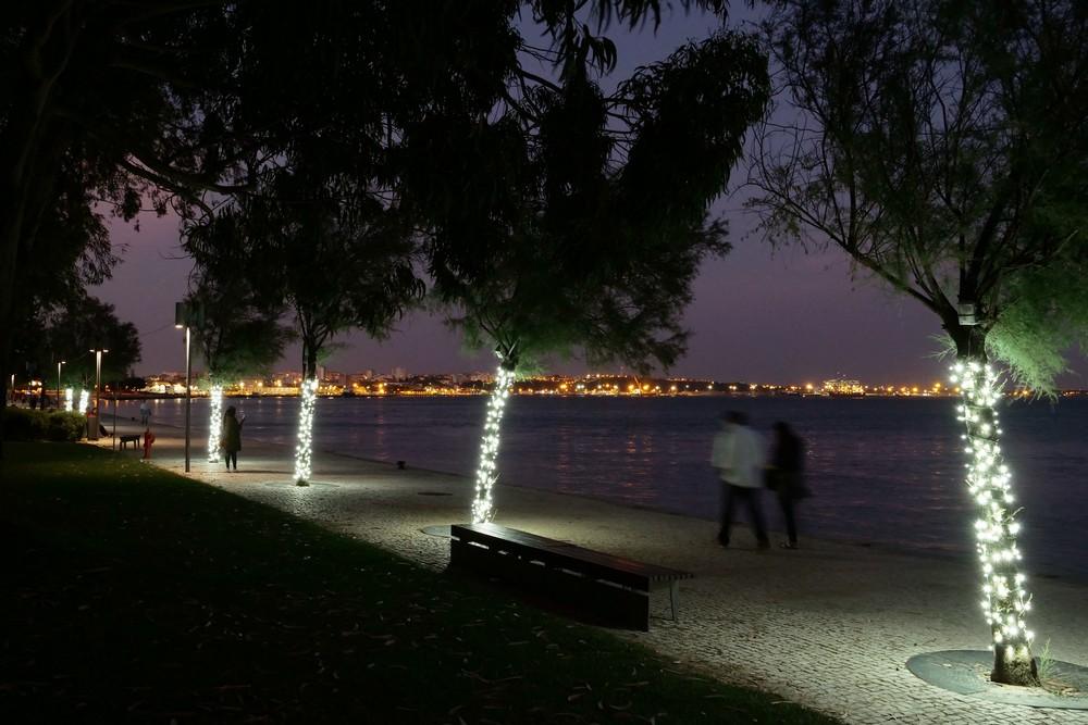 Iluminação-decorativa-Parque-Urbano-de-Albarquel-e-baixa-comercial