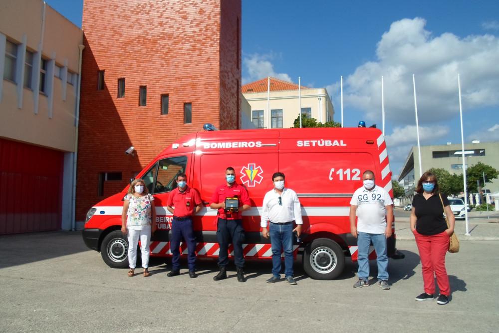 Bombeiros Voluntários e União das Freguesias | Oferta de desfibrilhador | Foto: UFS