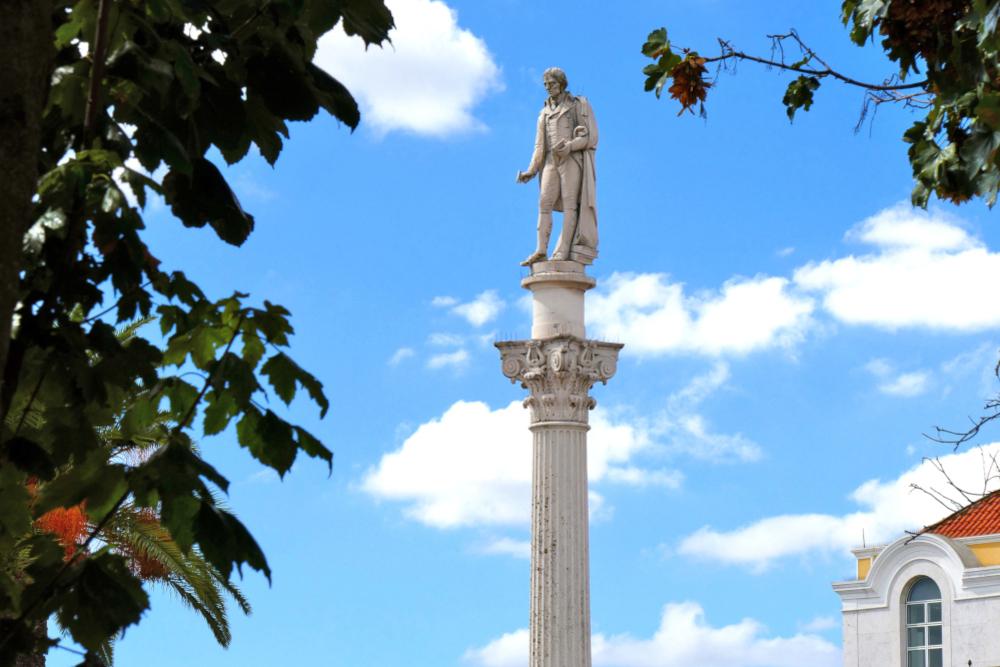 Estátua de Bocage
