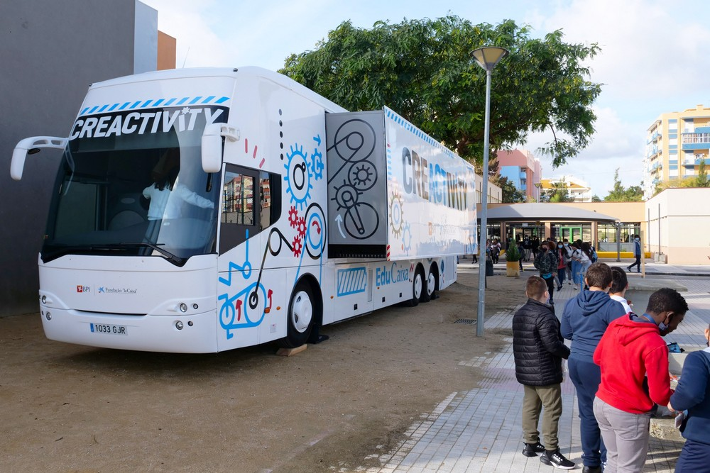 Autocarro itinerante Creactivity - EB Luísa Todi