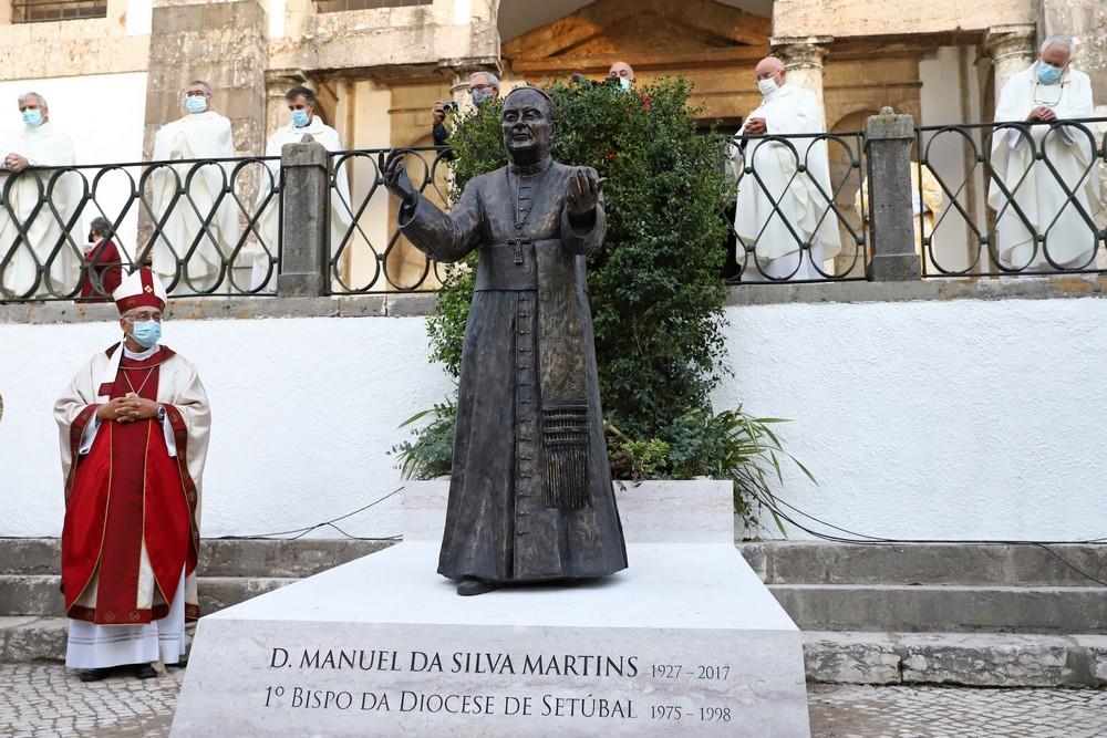 Inauguração: Estátua D. Manuel Martins – Largo de Santa Maria