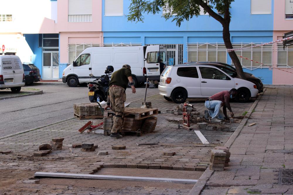 Substituição de pavimento na Praceta Hernani Cidade | Foto da JFSS