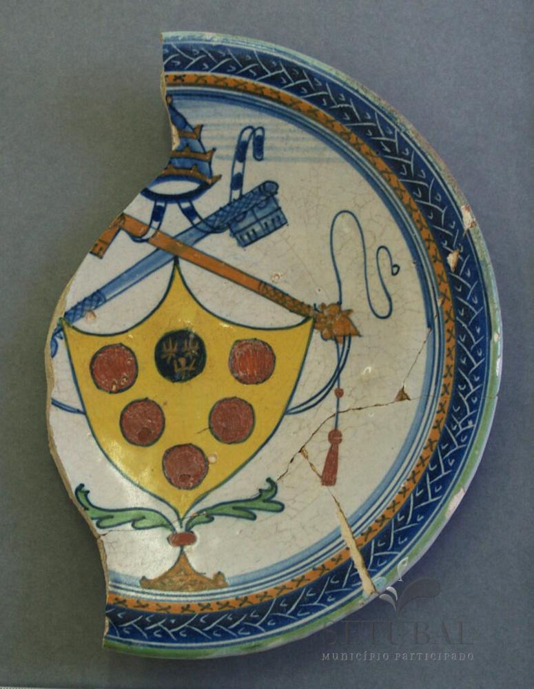Museu ao Seu Encontro | Prato com brasão papal