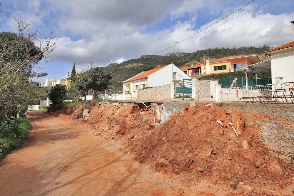 Rua da Alfarrobeira | abastecimento de água e reconstrução de muro
