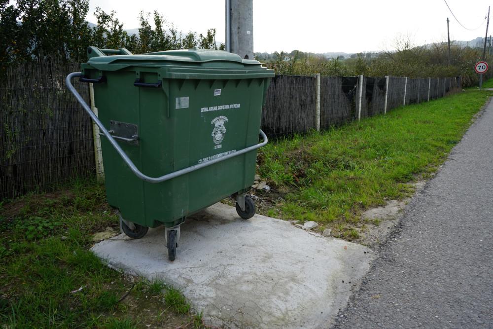 Bases de contentores de recolha de resíduos   Foto da União das Freguesias de Setúbal
