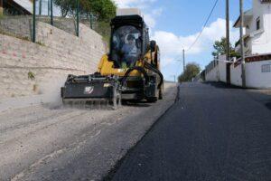 Obras de repavimentação na rua da Aldeia Grande
