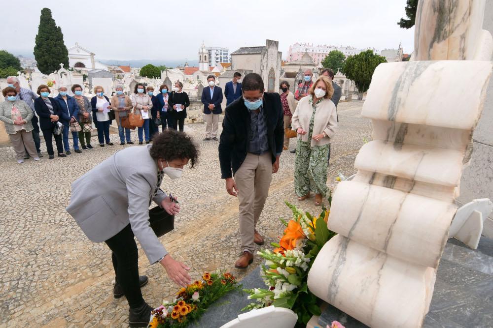 Semana do Mar e do Pescador - deposição de flores Memorial Pescador