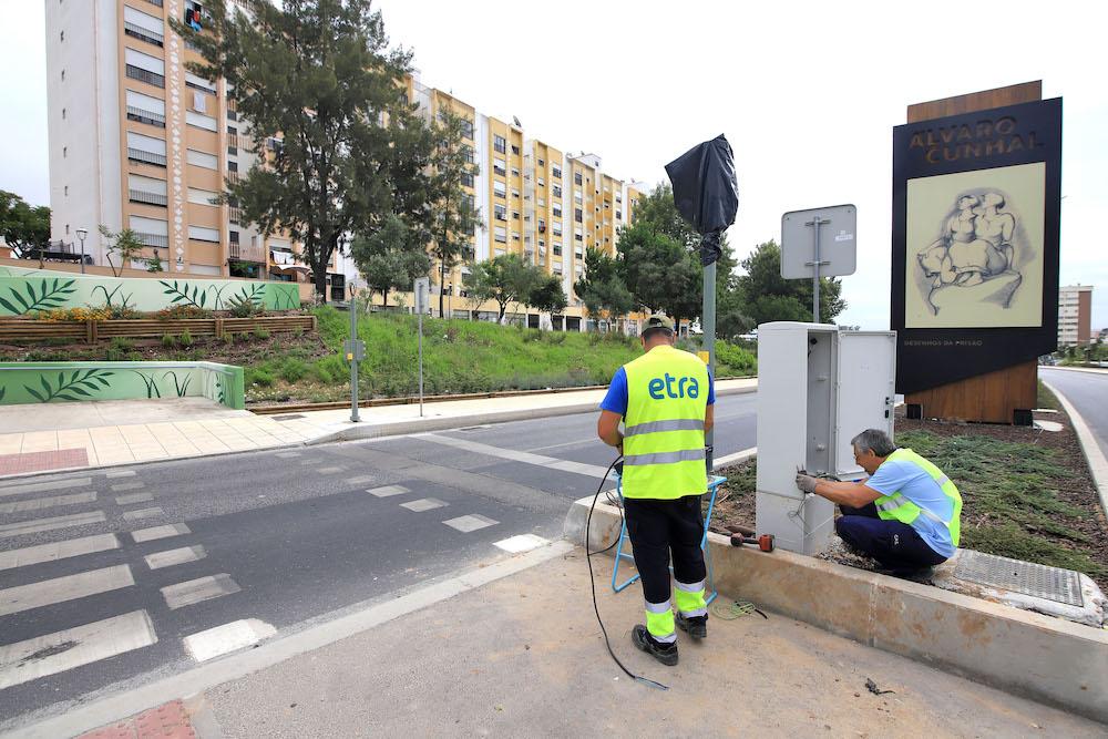 Avenida Álvaro Cunhal   novo semáforo pedonal